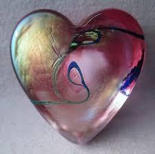 robert held art glass heart paperweight pink iridescent w blue thread signed