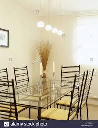 Moderne Esszimmer Mit Einem Esstisch Aus Glas Metall Stühle