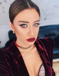 it always appears with heavy makeup but dojna mema is even more beautiful without makeup