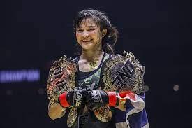 """ยอมรับความแตกต่าง """"แสตมป์ แฟร์เท็กซ์"""" ขอยึดอาชีพนักสู้หญิงเลี้ยงครอบครัว -  MThai Sport"""