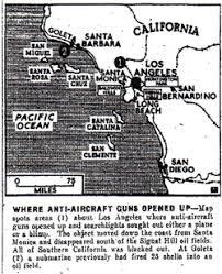 「1942年 - 第二次世界大戦: 「ロサンゼルスの戦い」。サンタモニカ上空を飛行する物体を米軍が日本軍機と誤認し対空砲火。ラジオで中継され、西海岸の住民がパニックになる。」の画像検索結果