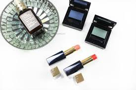 image of estee lauder pure color envy sculpting shine lipsticks in innocent and empowered