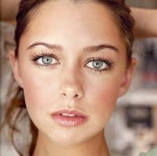 lovely and fresh makeup look for women