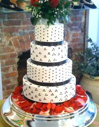 Black And White Wedding Cakes With Red Roses Black White And Red