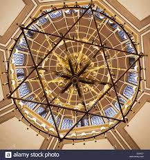 Die Kuppel Decke Durch Einen Hängenden Kronleuchter In Form