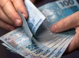 Resultado de imagem para Congresso aprova lei que prevê salário mínimo de R$ 1.040 para 2020