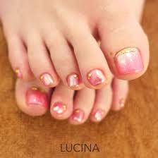 ラメ入りピンクミラーのフットネイル Lucina