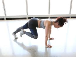 trainer doing a mounn climber exercise