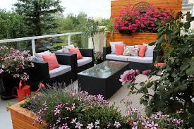 balcony gardens. To Have A Year-round Blooming Flower Garden On The Balcony, Choose Plants That Bloom At Different Times Of Year. Buy Annuals For Every Season And Remove Balcony Gardens