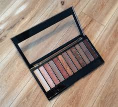 makeup revolution redemption eyeshadow palette in iconic 3