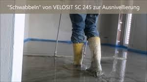 Bei nicht belegen der flächen muss ein verdunstungsschutz, wie maxit floor 4790 aufgetragen werden, um ein übertrocknen zu. Zement Fliessestrich Von Rfp By Estfli