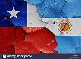 Bandiere di Cile e Argentina dipinta sulla parete incrinato Foto stock -  Alamy