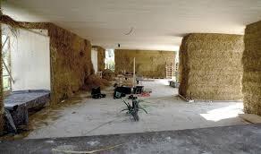 Fußboden sanieren, der jahrzehnte alt ist, bedeutet weit mehr als nur renovierung. Fur Das Strohhaus In Dornbirn Wird Stroh Nicht Nur Als Gutes Dammmaterial Eingesetzt Sondern Auch Als Tragkonstruktio Strohballenhaus Strohhaus Strohballenbau