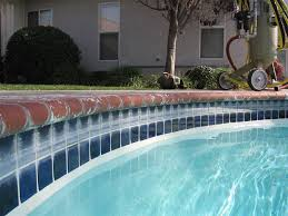 swimming pool tile cleaning service