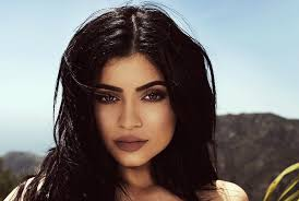 kylie jenner chill 18 year old posts no makeup selfie