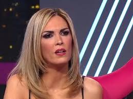 Viviana canosa is a well known broadcaster, television host and journalist in argentina. Otra Polemica Con Viviana Canosa Hace Solidaridad Con Medias Perdidas