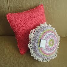Resultado de imagem para Almofada de crochê delicada