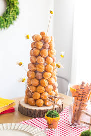 this diy winnie the pooh birthday party is too cute with tons of winnie the