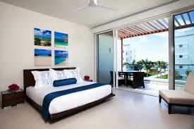 Beach Themed Bedroom Bedroom Wall Poster And Bamboo Bench In Beach Theme Bedroom Decor