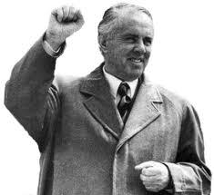El socialismo en Albania y el retroceso capitalista - Enver Hoxha y la revolución albanesa (MUY INTERESANTE!) Images?q=tbn:ANd9GcQMx5InIaw9oVjIrbsOWXrX_IXfr_3ZCANtfTaXo2oxlOsHHUNt