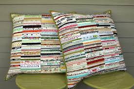 Modern Quilting by B: Selvage Pillows & Selvage Pillows Adamdwight.com