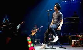 Image result for Immediately cancel this Pakistani concert and ... Diljit Dosanjh, a well-known Indian singer, gets in big trouble