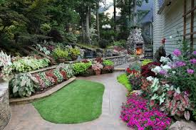 This yard has a number of different great flower bed and garden ideas. From  lines