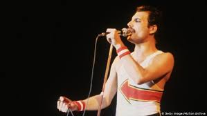 Nov 01, 2018 · freddie mercury at the 1990 brit awards | credit: Freddie Mercury Zum 75 Rock Ikone Fur Die Ewigkeit Kultur Dw 04 09 2021
