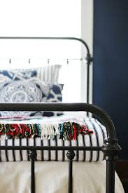navy and white bedroom decorating ideas