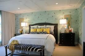 Bedroom Design Ideas For Young Women With White Yellow Beddings And