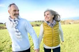 french vacation vocabulary expressions les vacances learn french cheerful senior couple running in countryside