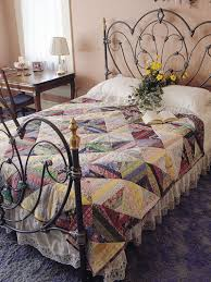 Free Traditional Quilt Patterns - Lazy Log Cabin Bed Quilt & Lazy Log Cabin Bed Quilt Adamdwight.com