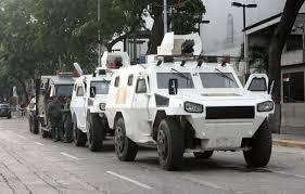 Resultado de imagen para Con tanquetas GNB persiguió a manifestantes en Miranda #17May