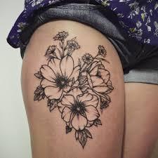 цветы шиповника и васильки Tottem