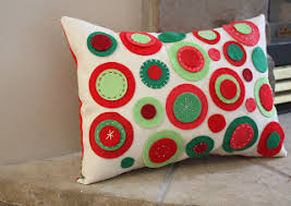 easy pillow designs. how cute is this pillow? easy to make too. go here someday crafts for the full instructions on make. pillow designs i