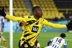 Latest on borussia dortmund forward youssoufa moukoko including news, stats, videos, highlights and more on espn. Moukoko S Offre Un Autre Record Goal Com