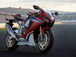 2018 honda 1000rr. interesting honda exclusive launch dates of 2018 honda cbr 1000rr fireblade and  goldwing revealed  specifications intended honda 1000rr