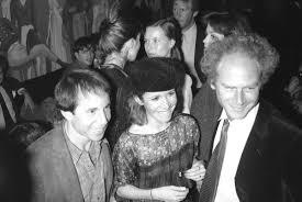 paul simon carrie fisher wedding. Beautiful Carrie Carrie Fisher Is Flanked By Her Date Paul Simon Left And Art Garfunkel For Simon Wedding E