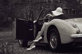 Resultado de imagem para mulher a conduzir vintage