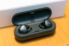 samsung wireless earbuds. iconx earbuds in case. samsung\u0027s samsung wireless e