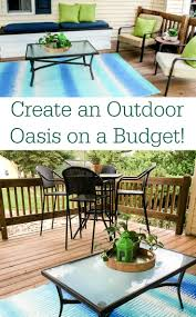5 Tips for Creating a Colorful Outdoor Table Setting for a Backyard Barbecue Home