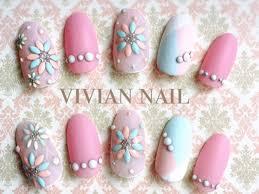ピンクやブルーなど春カラーを大人可愛く楽しむネイルデザイン