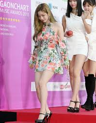 Twice Gaon Chart 2018 190123 Twices Dahyun At Gaon Chart Music Awards Red Carpet