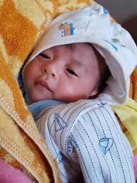 Bé gái 20 ngày tuổi bị bỏ rơi giữa trời đông Hà Nội giá rét - Chuyên trang  Thế Giới Trẻ