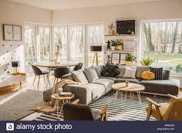 Holz Runder Esstisch In Der Ecke Von Einem Offenen Raum Wohnzimmer