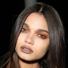 we re talking about a brown smokey eye brown dark lips all essentially 90 s grunge makeup