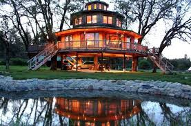 The Best Treehouse Restaurants Hotels And Places To Stay In The Largest Treehouse In America