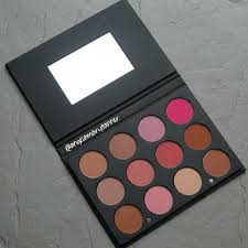 i recently reviewed the new ofra cosmetics matte eyeshadow palette and i wasn t crazy about it but i m happy to say that i love the blush palette