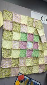 Rocknquilts: AccuQuilt Rag Die quilt tutorial & free patterns! & Ta-dah!! All done in no time flat!! Adamdwight.com