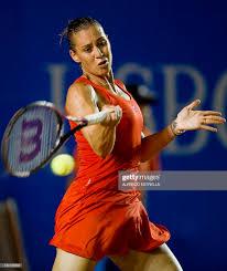 Italian tennis player Flavia Pennetta returns the ball to Spanish...  Nachrichtenfoto - Getty Images